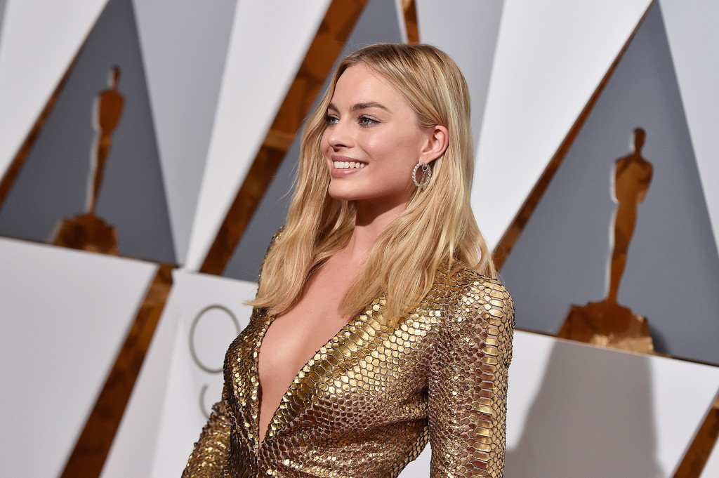 Margot Robbie agli Oscar 2015, con uno scintillante abito tutto d'oro