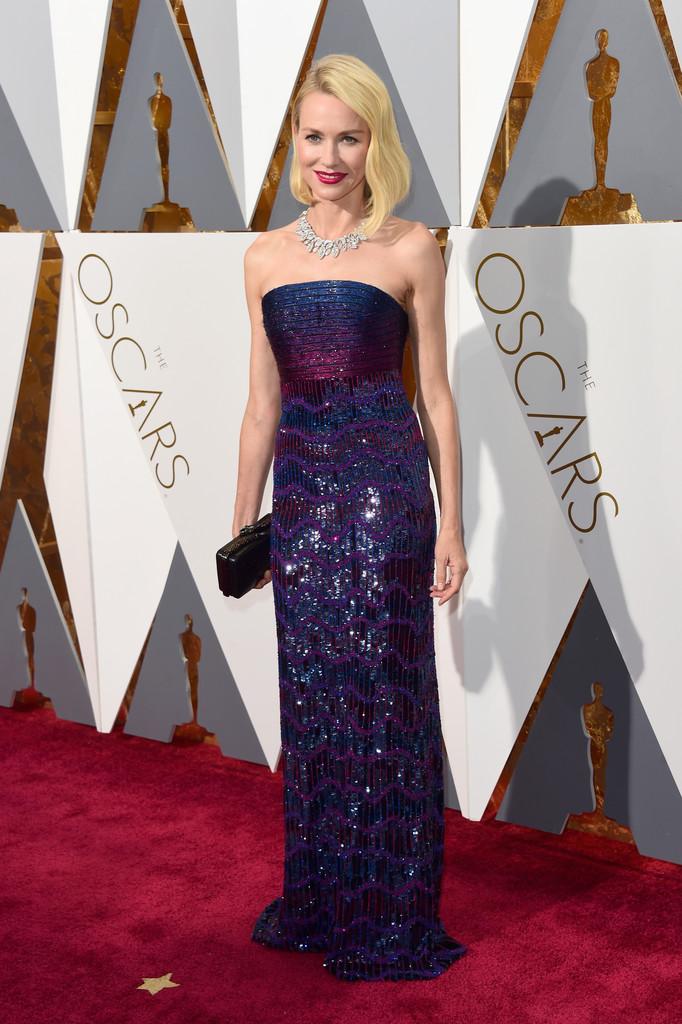 Naomi Watts sul red carpet degli Oscar 2016