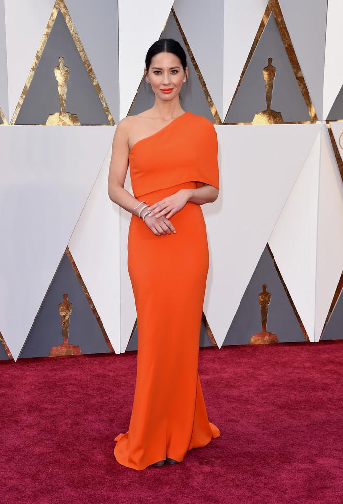 Olivia Munn tra le star degli Oscar 2016.