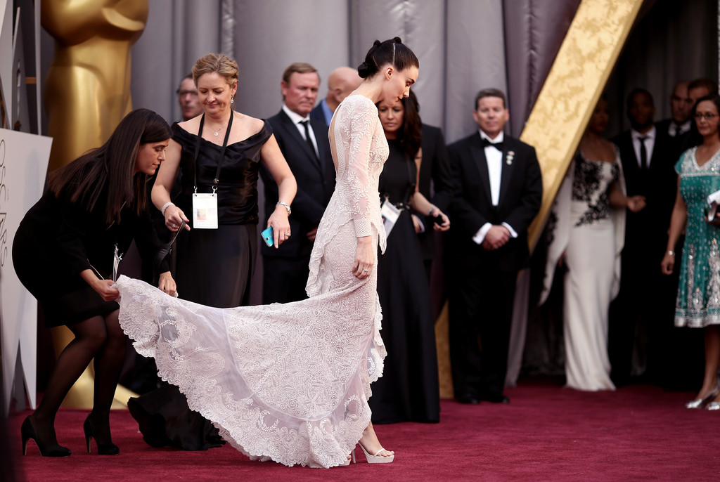 Rooney Mara, in total white per gli Oscar 2016