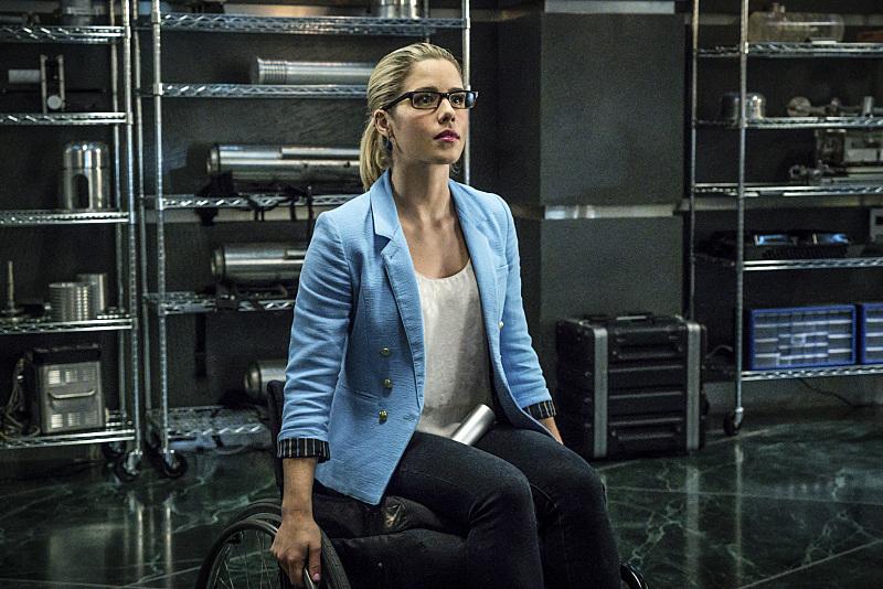 Arrow: l'attrice Emily Bett Rickards interpreta Felicity nella puntata Unchained