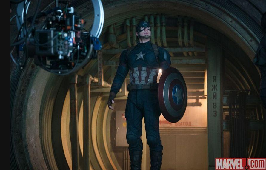 Captain America: Civil War - Chris Evans sul set in una foto pubblicata da Empire