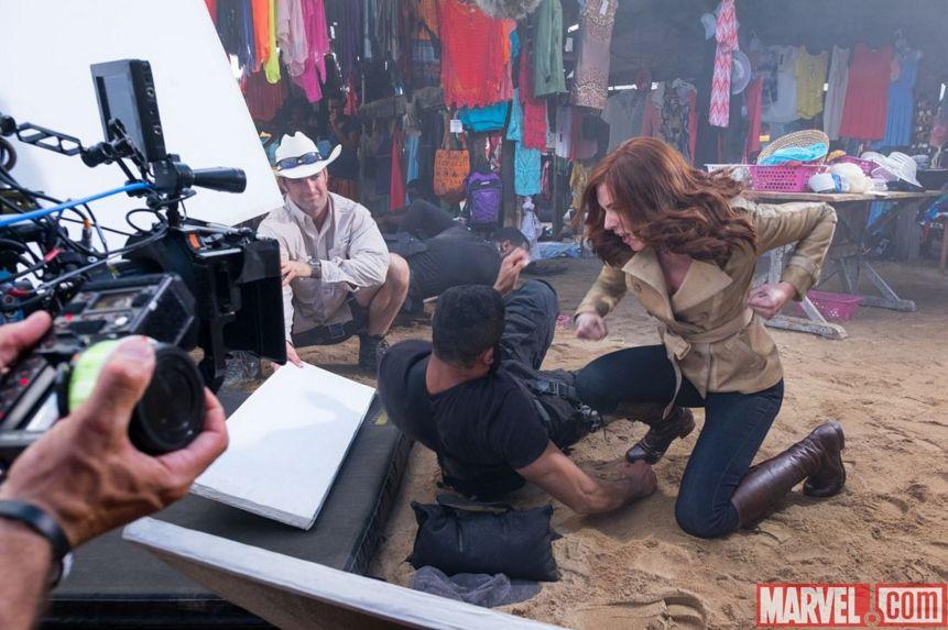 Captain America: Civil War - Scarlett Johansson in una scena d'azione