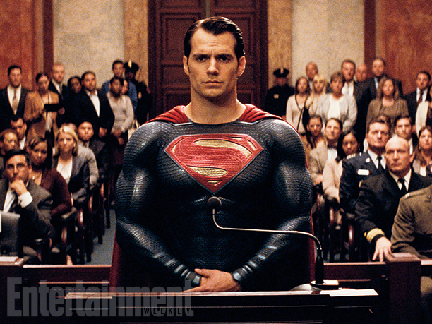 Batman v Superman: Superman (Henry Cavill) in un'aula di tribunale
