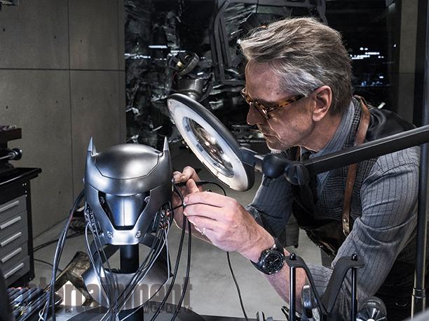 Batman v Superman: Jeremy Irons in una foto del film