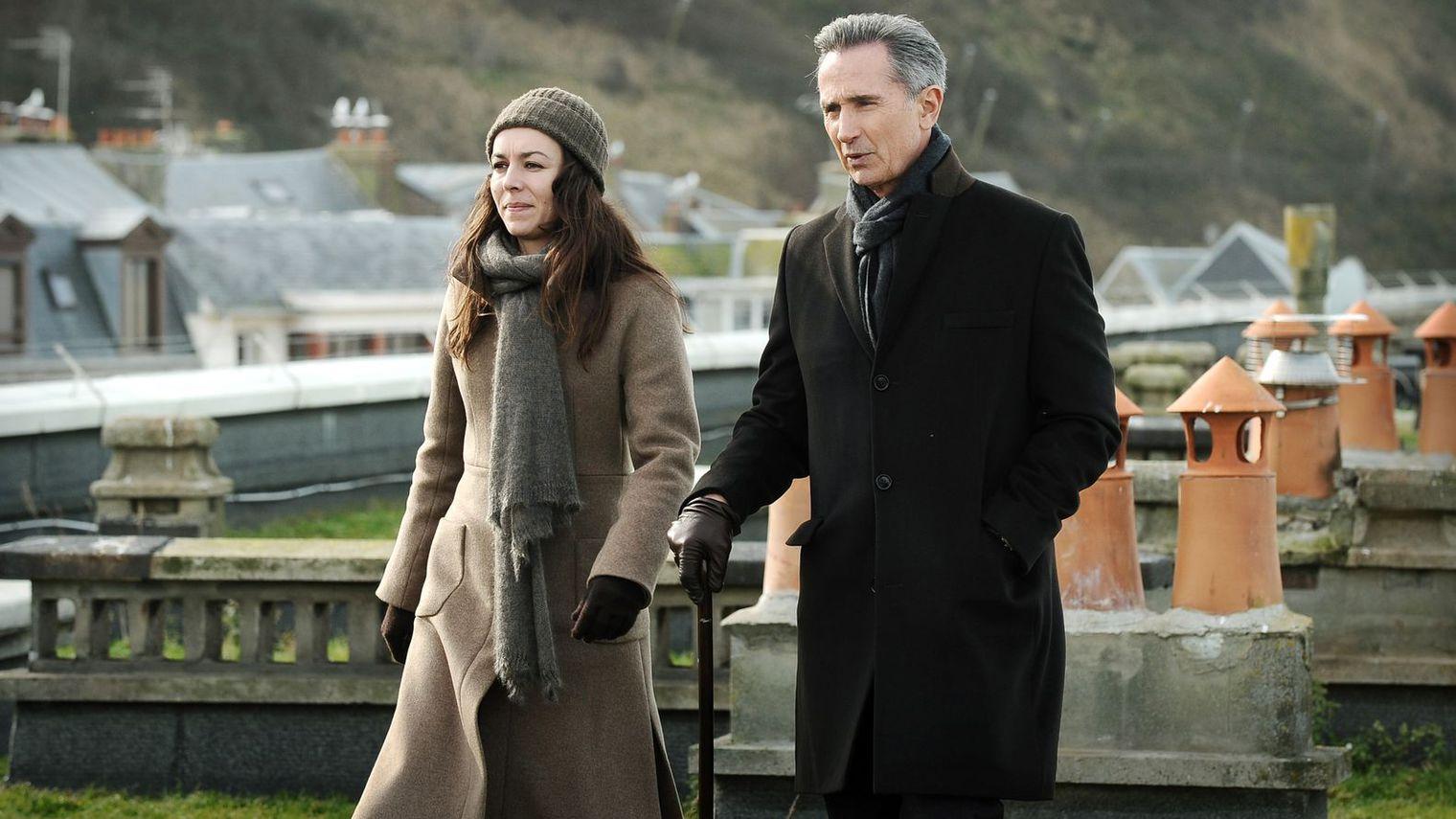 I testimoni: Marie Dompnier accanto a Thierry Lhermitte in una foto della serie