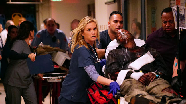 Code Black: l'attrice Bonnie Somerville in una scena del pilot