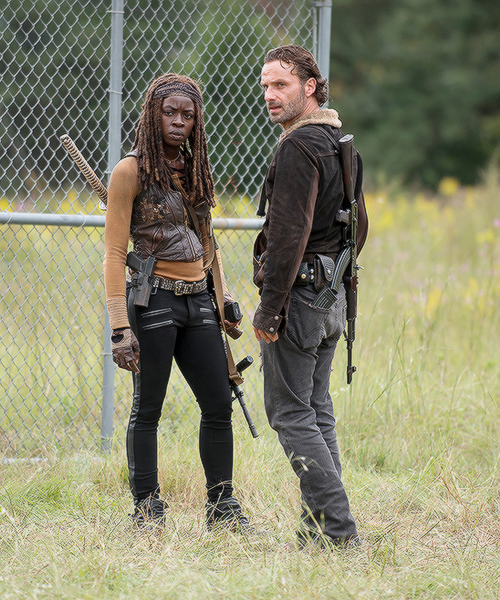 The Walking Dead: Rick (Andrew Lincoln) e Michonne (Danai Gurira) in Not Tomorrow Yet