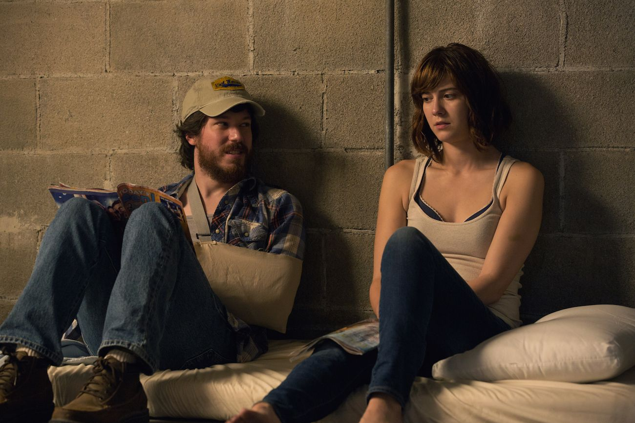 10 Cloverfield Lane: John Gallagher Jr. e Mary Elizabeth Winstead in una scena del film