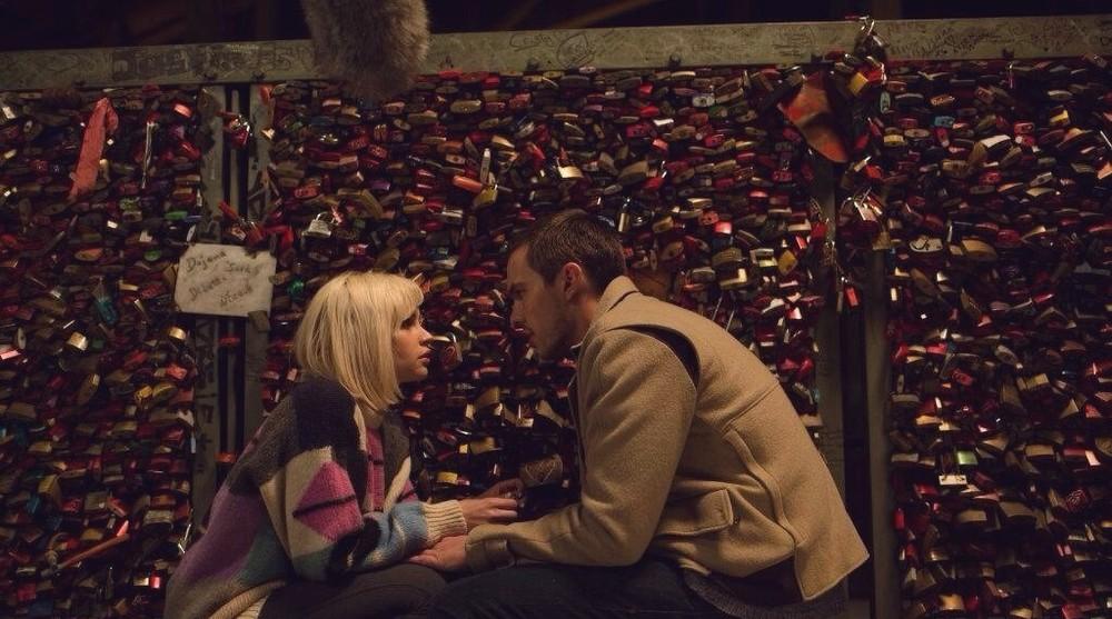 Autobahn - Fuori controllo: Nicholas Hoult e Felicity Jones in una scena del film