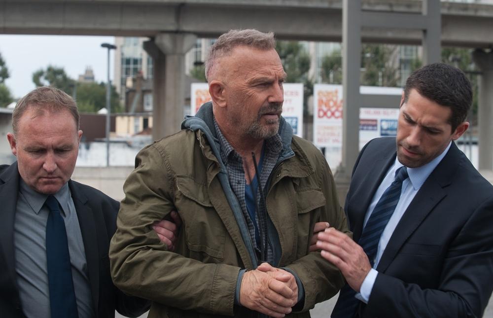Criminal: Kevin Costner in una scena del film