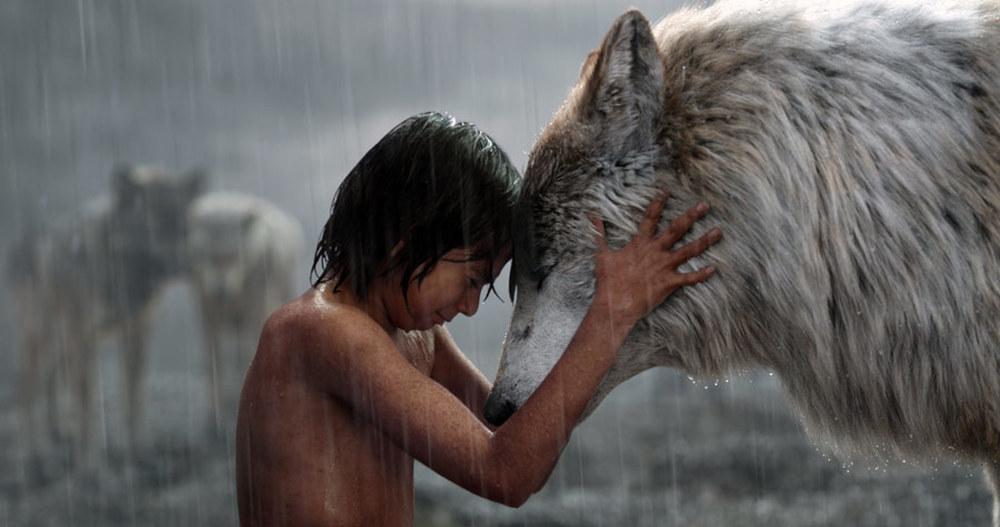 Il libro della giungla: Neel Sethi in una drammatica immagine del film