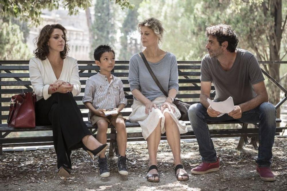 Nemiche per la pelle: il regista Luca Lucini insieme a Margherita Buy, Claudia Gerini e Jasper Cabal sul set del film