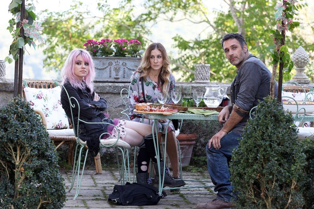 Tutte le strade portano a Roma: Sarah Jessica Parker, Rosie Day e Raoul Bova in una scena del film