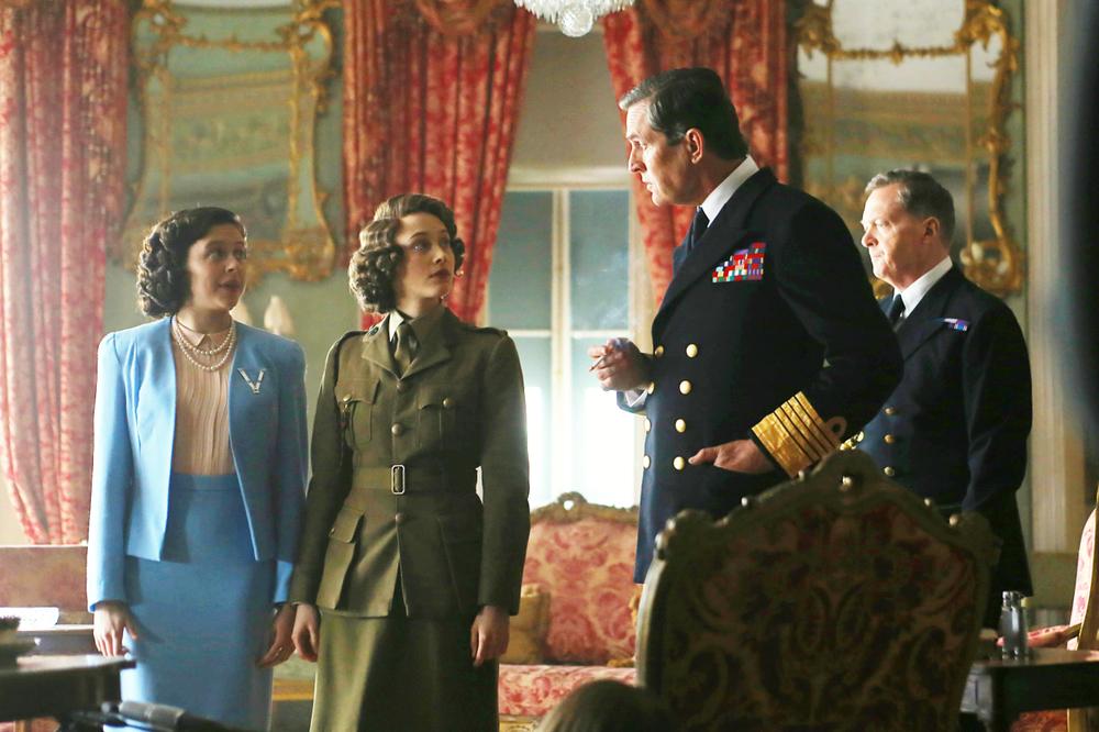 Una notte con la regina: Bel Powley, Rupert Everett e Sarah Gadon in una scena del film