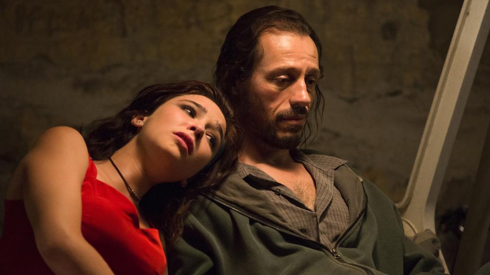 Veloce come il vento: Stefano Accorsi e Roberta Mattei in una scena del film