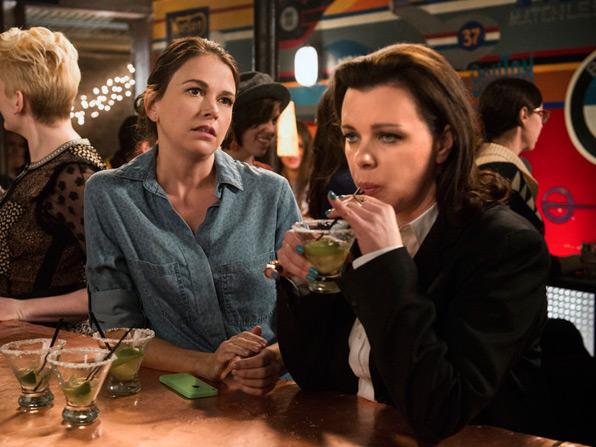 Younger: le attrici Sutton Foster e Debi Mazar interpretano Liza e Maggie