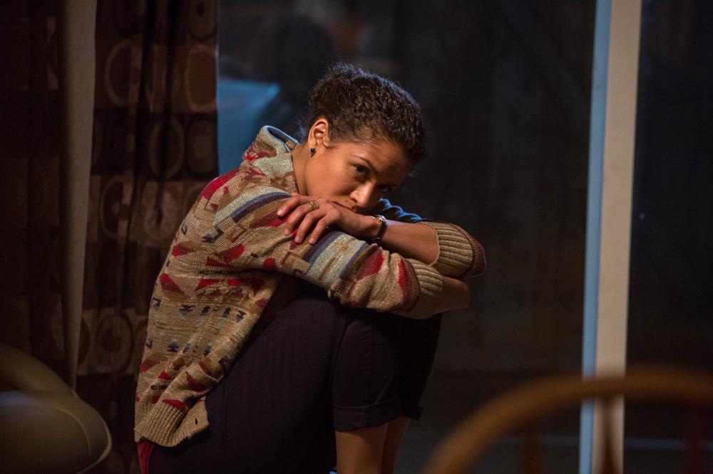 Zona d'ombra - Una scomoda verità: Gugu Mbatha-Raw in una scena del film