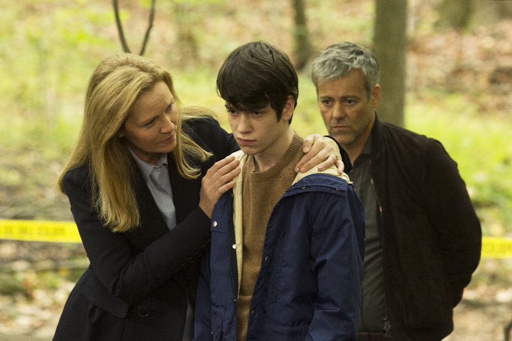 The Family: Joan Allen, Liam James e Rupert Graves in una foto della serie
