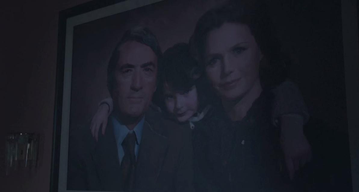 Damien: un dettaglio tratto dal primo episodio mostra la famiglia del protagonista