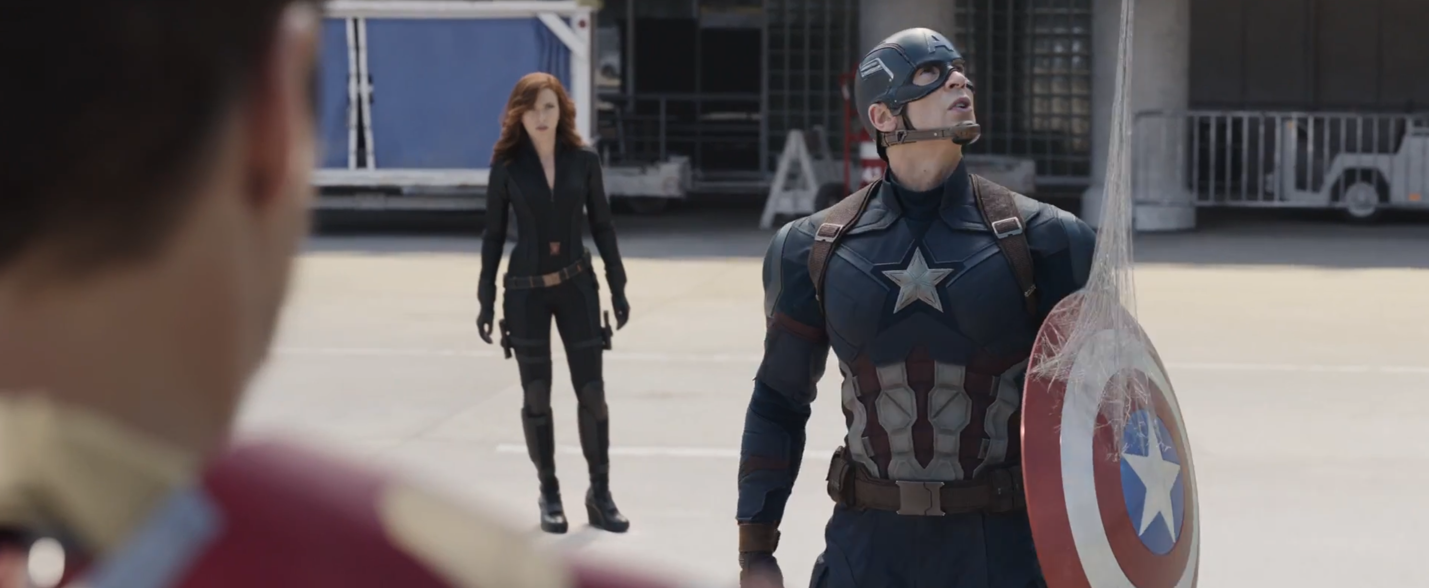 Captain America: Civil War: lo scudo di Cap nella tela di Spider-Man nel trailer 2 del film