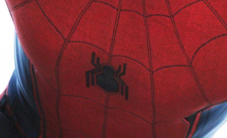 Captain America: Civil War - Un dettaglio del costume indossato da Tom Holland