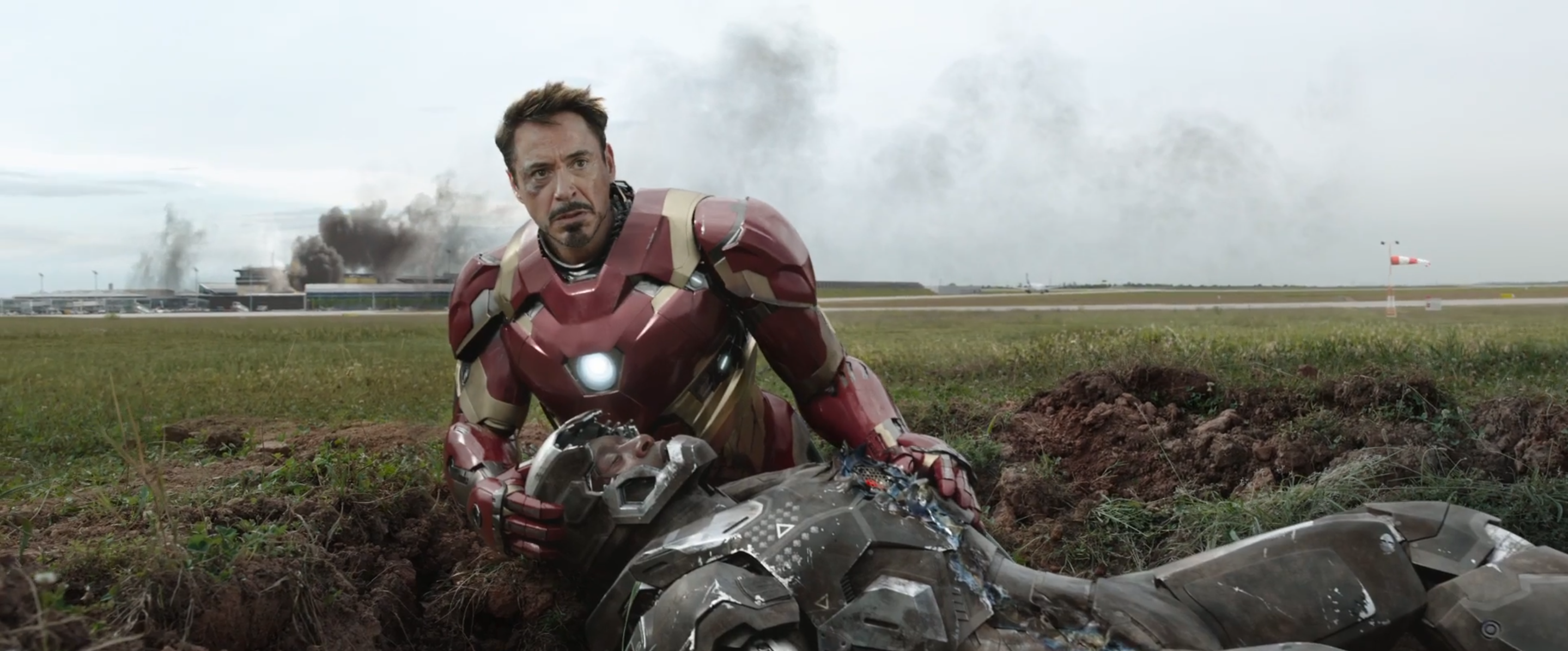 Captain America: Civil War: Robert Downey Jr e Don Cheadle nel trailer 2 del film