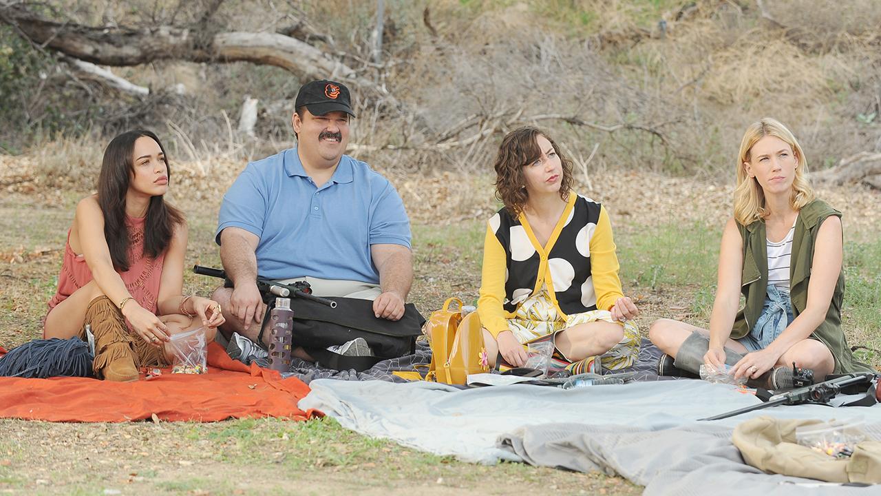 The Last Man on Earth: Cleopatra Coleman, Mel Rodriguez, Kristen Schaal e January Jones in una foto della seconda stagione