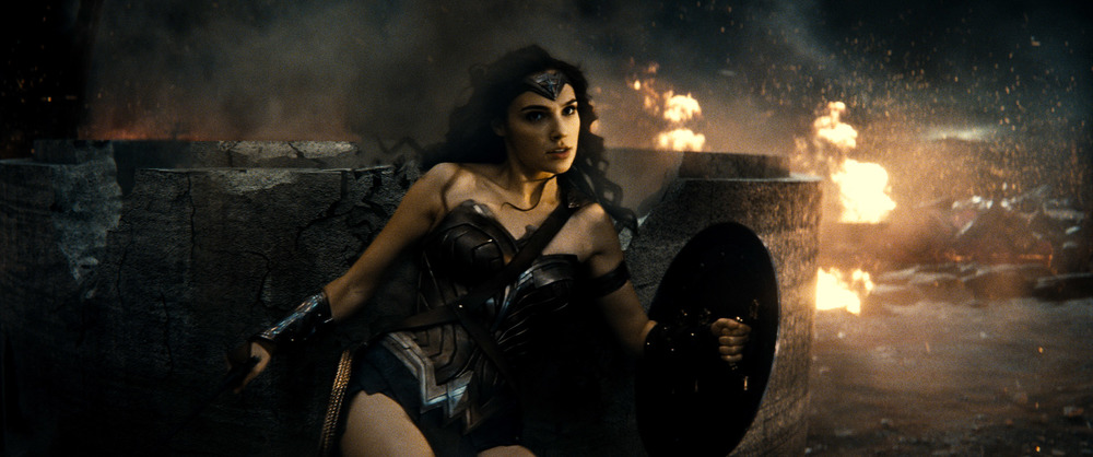 Batman v Superman: Dawn of Justice, Gal Gadot nei panni di Wonder Woman in una scena del film