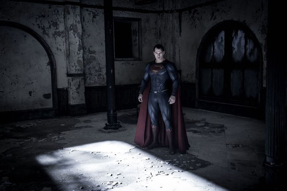 Batman v Superman: Dawn of Justice, Henry Cavill in una scena del film