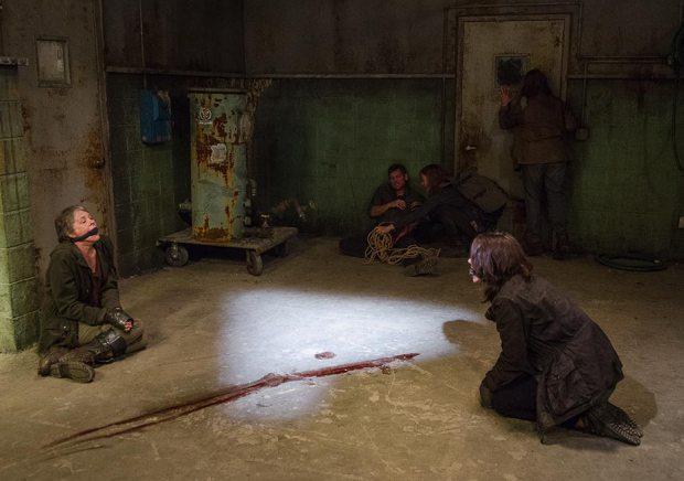 The Walking Dead: Carol e Maggie in un momento difficile dell'episodio Nella stessa barca