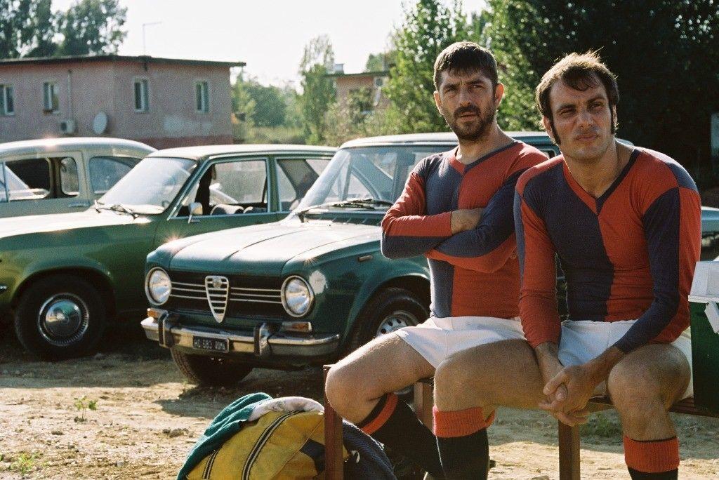 La macchinazione: Libero De Rienzo e Matteo Taranto in una scena del film