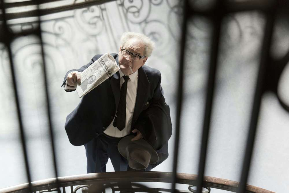 Lo Stato contro Fritz Bauer: Burghart Klaußner in un'immagine dall'alto del film
