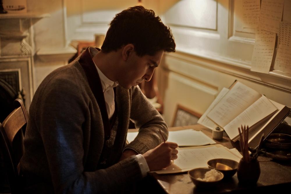 L'uomo che vide l'infinito: Dev Patel in un momento del film