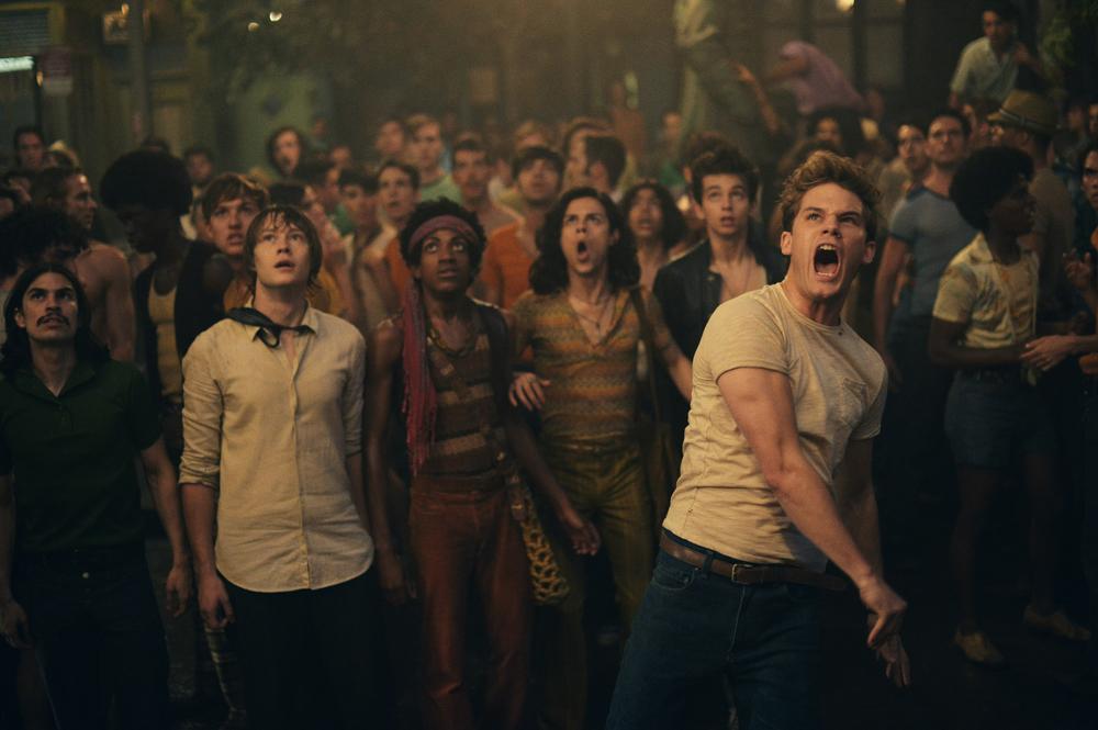 Stonewall: Jeremy Irvine in un momento del film