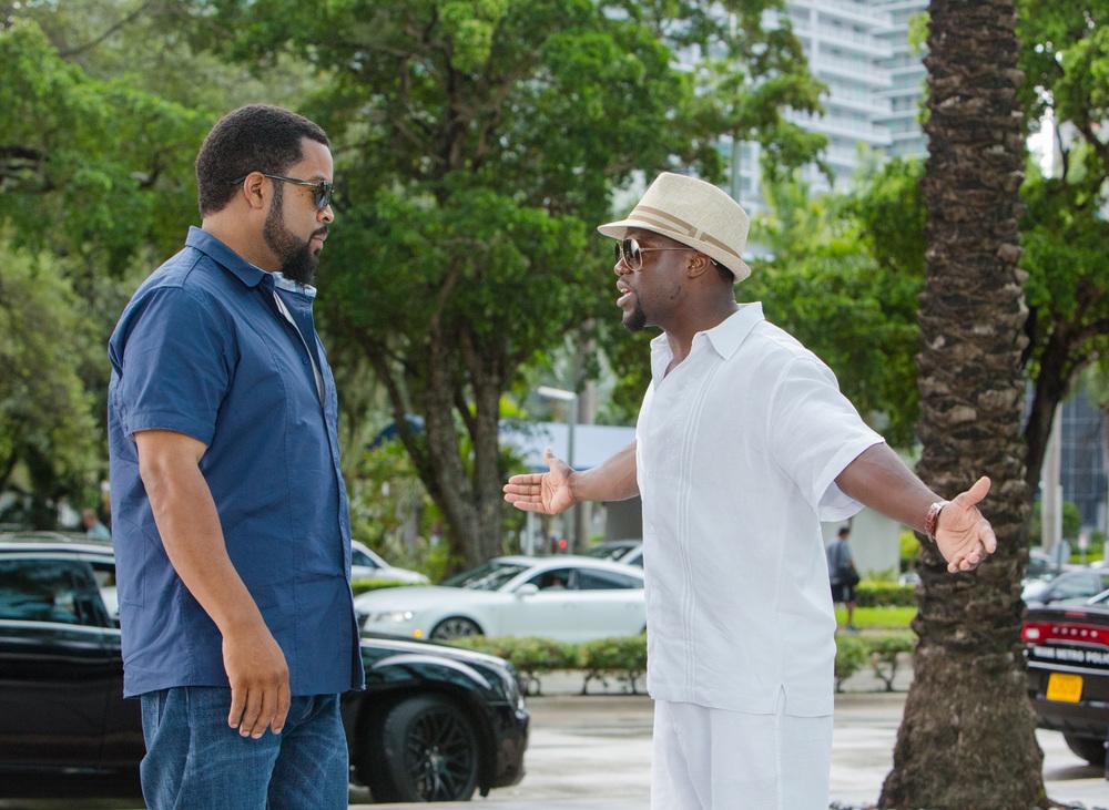 Un poliziotto ancora in prova: Ice Cube e Kevin Hart in una scena del film