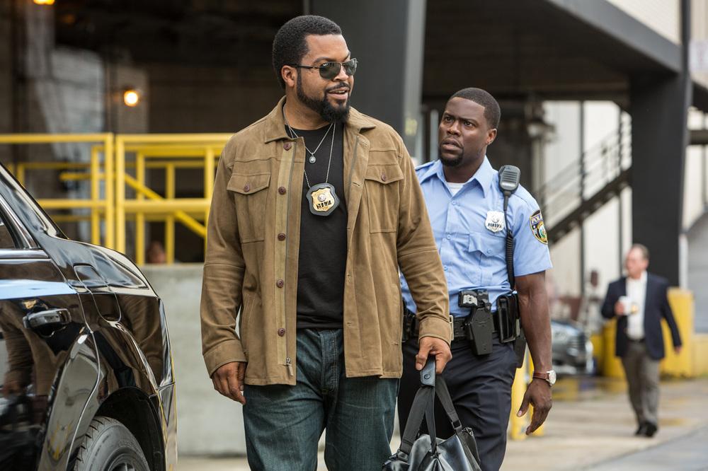 Un poliziotto ancora in prova: Kevin Hart e Ice Cube in una scena del film