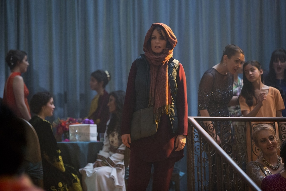 Whiskey Tango Foxtrot: Tina Fey in una scena del film
