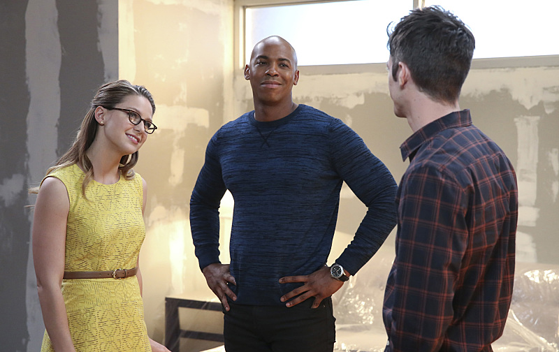 Supergirl: Melissa Benoist, Mehcad Brooks e Grant Gustin in World's Finest