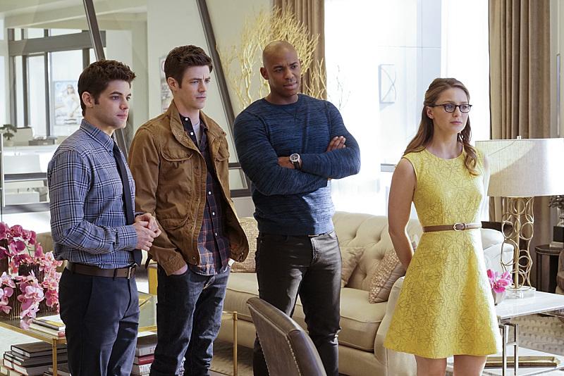 Supergirl: Grant Gustin con alcuni dei protagonisti della serie CBS in World's Finest