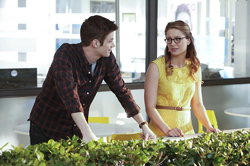 Supergirl: Grant Gustin e Melissa Benoist in World's Finest
