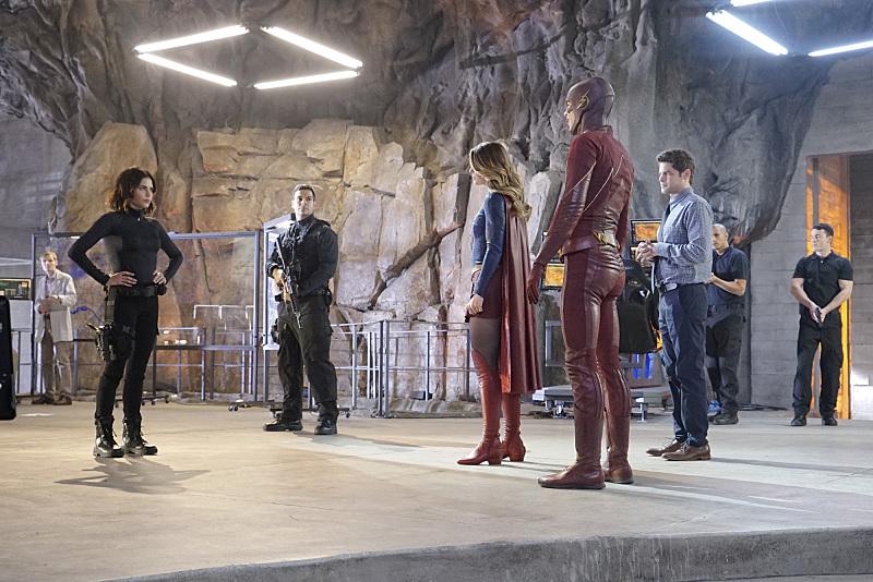 Supergirl: alcuni dei personaggi della serie nell'episodio World's Finest