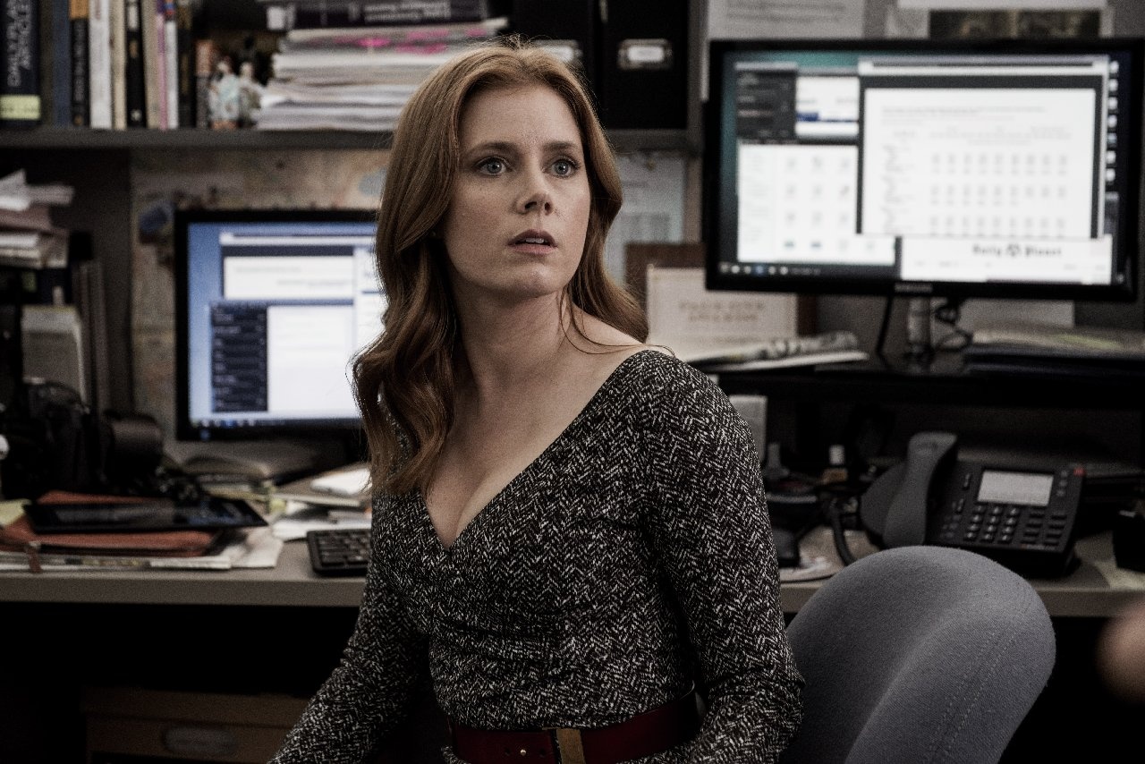 Batman v Superman: l'attrice Amy Adams in una foto del film