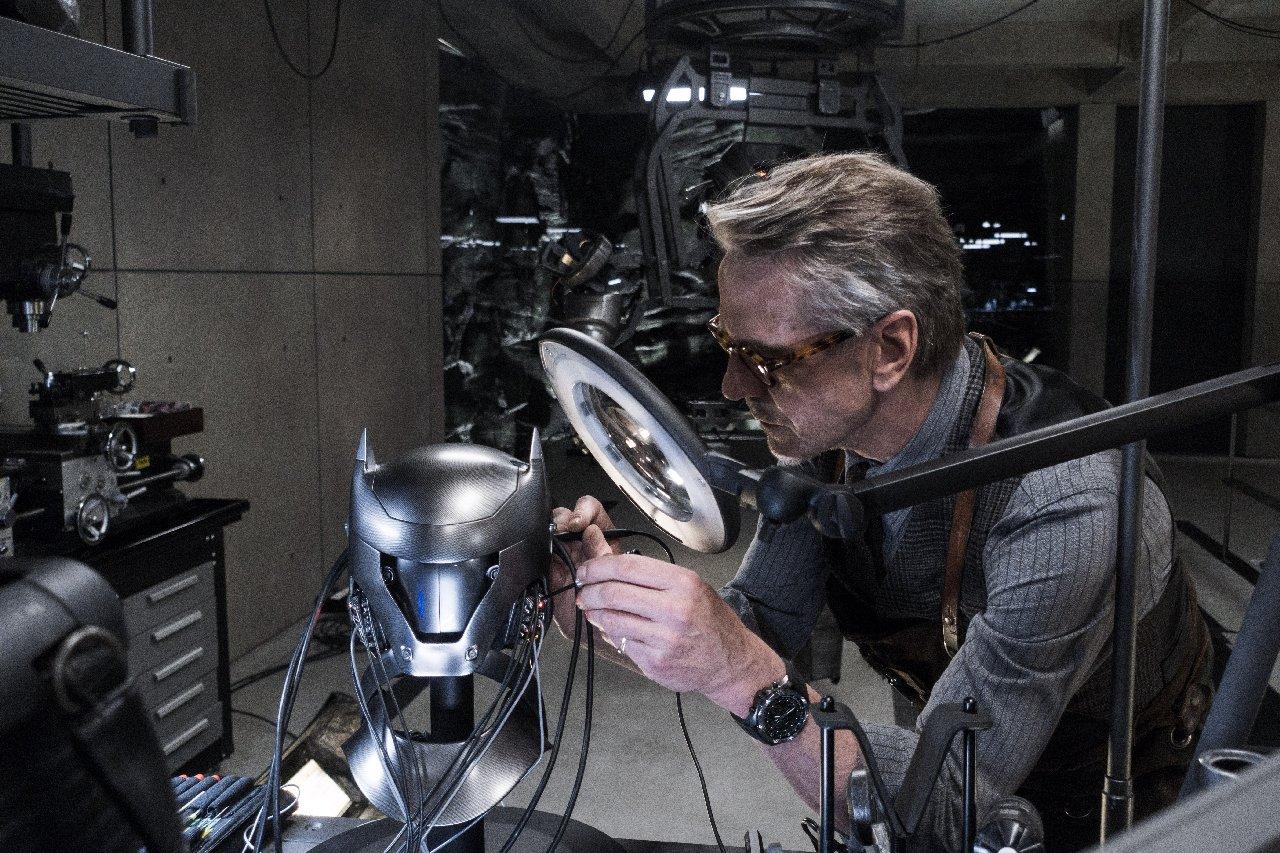 Batman v Superman: Jeremy Irons al lavoro