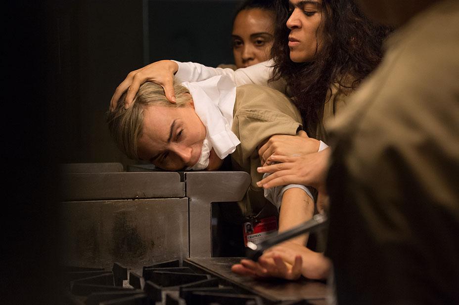 Orange is the New Black: Taylor Schilling in un drammatico momento della quarta stagione