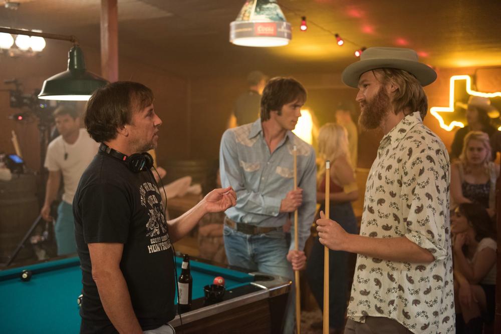 Tutti vogliono qualcosa: Blake Jenner, Wyatt Russell e il regista Richard Linklater sul set del film