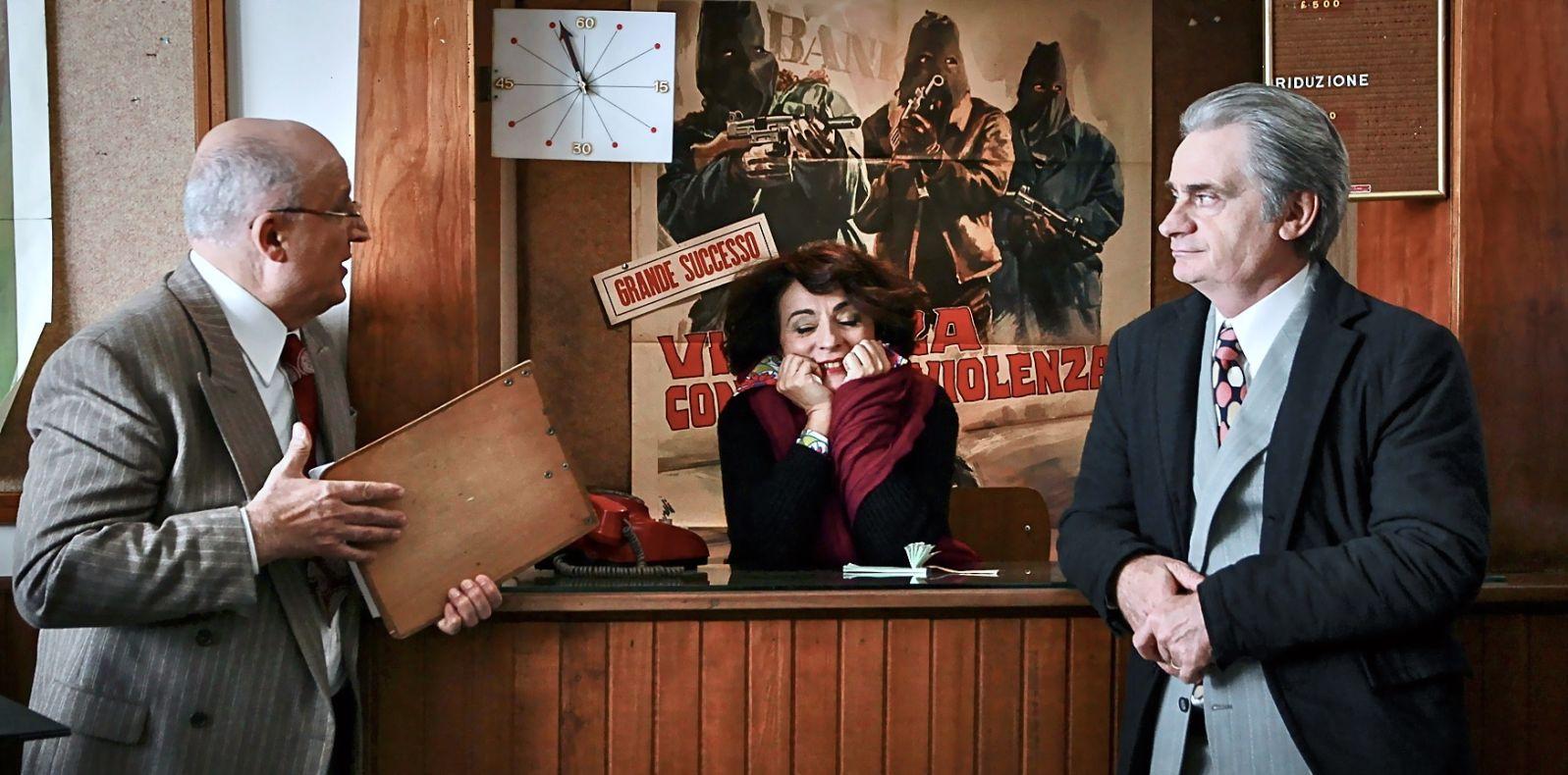 L'Universale: Paolo Hendel, Claudio Bigagli e Anna Meacci in una scena del film