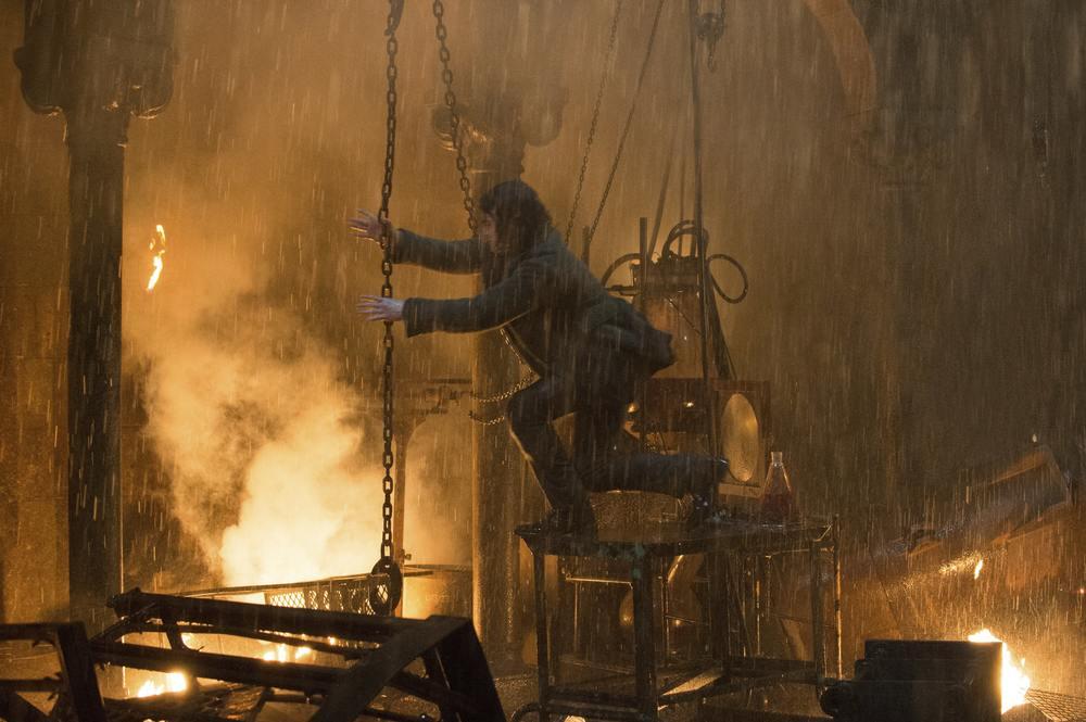 Victor - La storia segreta del Dottor Frankenstein: Daniel Radcliffe in azione in un momento del film