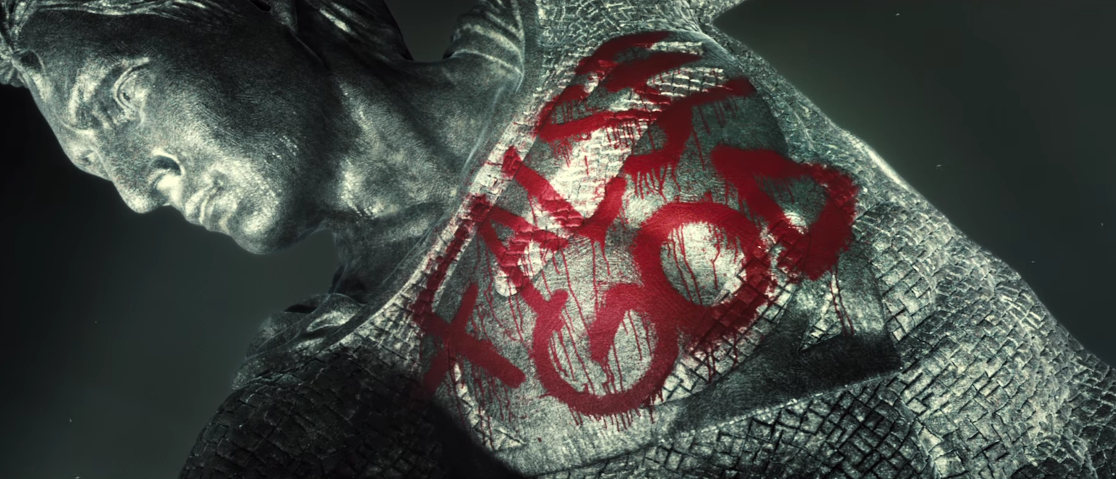 Batman v Superman: la statua di Superman ritenuto un falso Dio