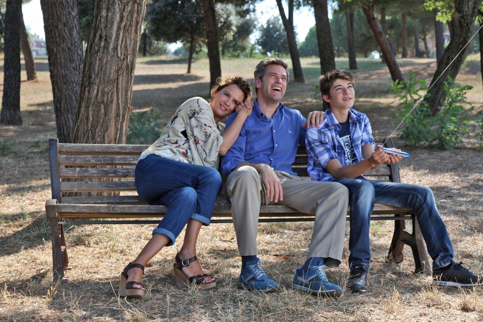 L'aquilone di Claudio: Massimo Poggio, Irene Ferri e Federico Russo in una scena del film